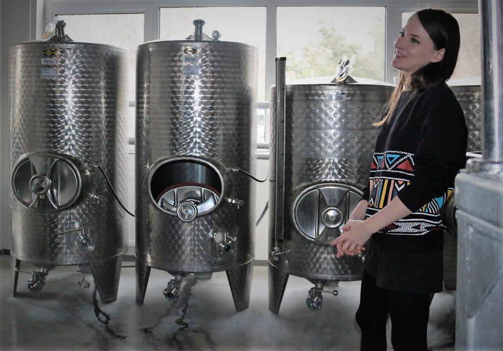 Ioana Coca explaining the brewing process